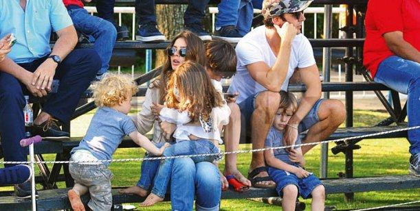El día de polo de Vicuña y la China Suárez con sus hijos